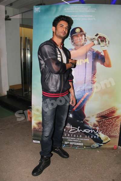 Sushant Singh at MS Dhoni movie screening.jpg