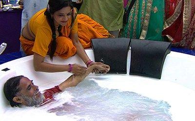 Swami Omji In Jaccuzi.jpg
