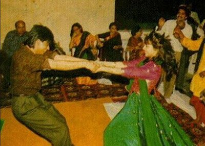 Young Shah Rukh Khan and Gauri Khan dancing together during a party.jpg