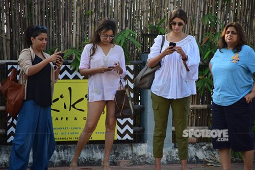 Zoya Aktar, Shweta Nanda Bachchan and Gauri Khan at Alibaug celebrating Shah Rukh Khan's 51st Birthday.jpg