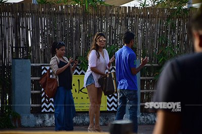 e Gauri Khan, Zoya Akhtar and Shweta Bachchan out and about in Alibaug during Shah Rukh's birthday celebrations 3.jpg SRK Birthday.jpg