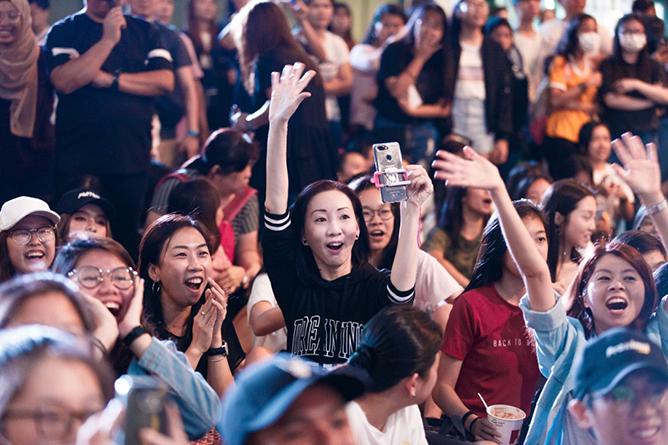 Teenage Dance Challenge Crowd
