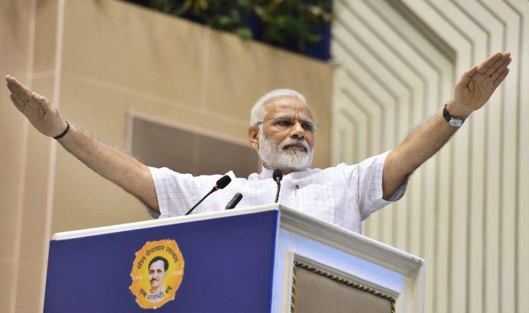 شکاگو میں سوامی وویکا نندکی تقریر کی 125سالگرہ اور دین دیال اپادھیائے کے سالگرہ پر سوموار کو منعقد نئی دلی میں ایک تقریب کے دوران وزیر اعظم نریندر مودی