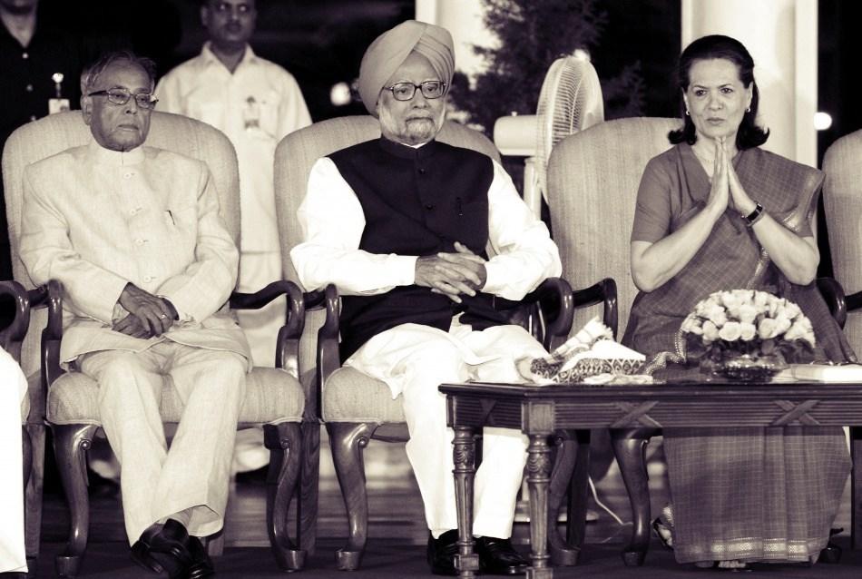 pranab-mukherjee-prime-minister-manmohan-singh-along-congress-chief-sonia-gandhi