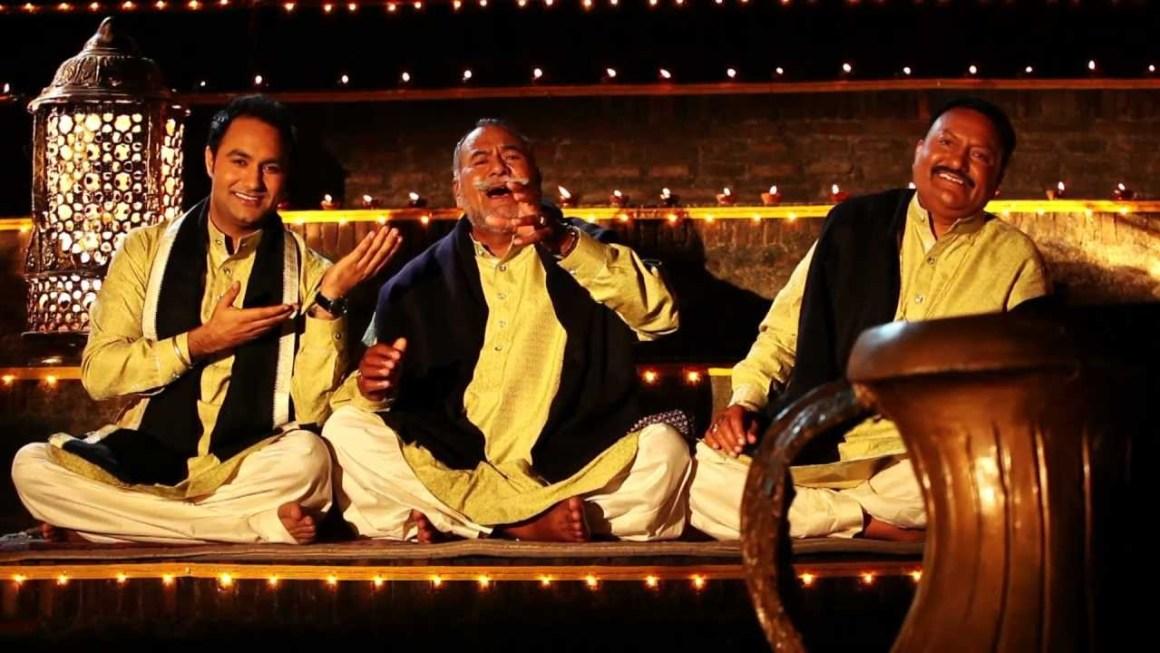 وڈالی برادرس پیارےلال وڈالی (دائیں) اور پورن چند وڈالی (بیچ میں)۔ (فوٹو یوٹیوب)