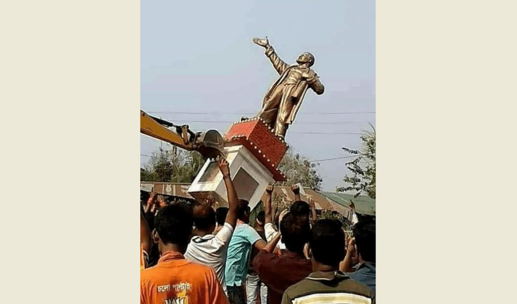 تریپورہ کے بیلونیا شہر میں لینن کا مسمارشدہ مجسمہ۔ (فوٹو بشکریہ : فیس بک)