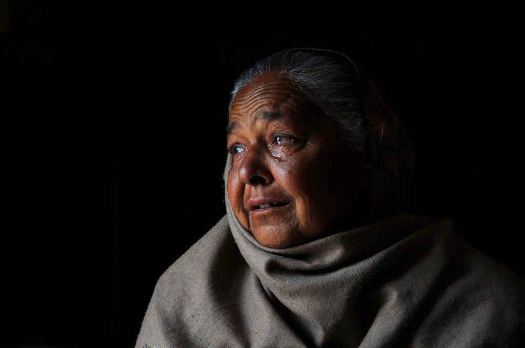 عراق میں مارے گئے 39 ہندوستانیوں میں سے ایک ہندوستانی کے رشتہ دار امرتسر سے 28 کلومیٹر دور سنگوواوا گاؤں میں ۔ فوٹو : (فوٹو : پی ٹی آئی)