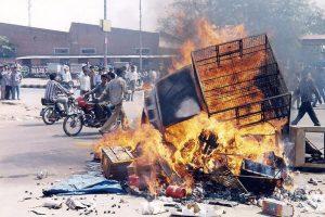 2002 کے گجرات فسادات کے دوران ہوئی آگ زنی (فائل فوٹو : پی ٹی آئی)
