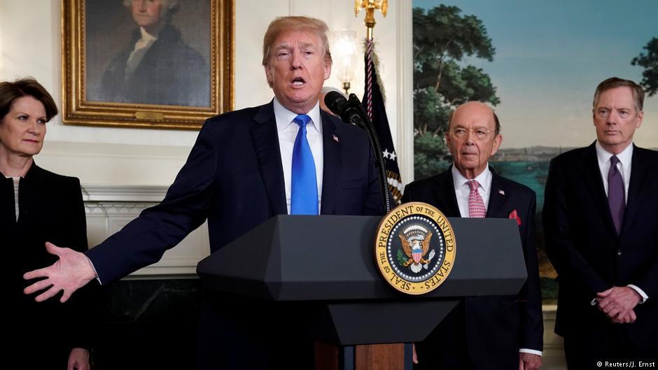 امریکی صدر ڈونلڈ ٹرمپ نے چینی مصنوعات پر 60 بلین ڈالرز کے اضافی تعزیری ٹیکس نافذ کرنے کے منصوبے کا اعلان کیا تھا۔