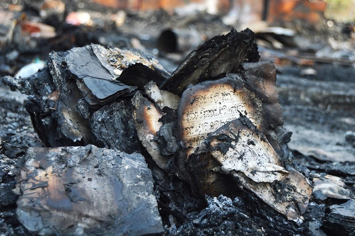 بستی میں ایک مسجد اور مدرسہ بھی تھا، آگ میں وہ بھی خاک ہو گیا