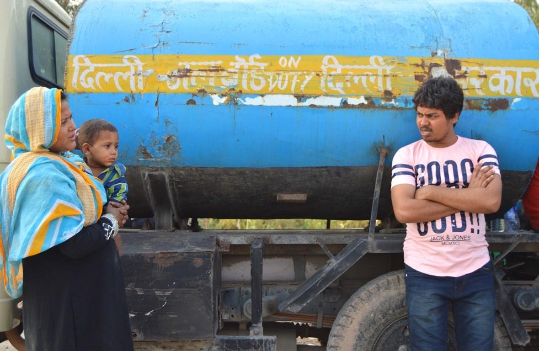 دہلی حکومت سے مدد کے نام پر صرف 2 پانی کے ٹینکر بستی میں پہنچے ہیں