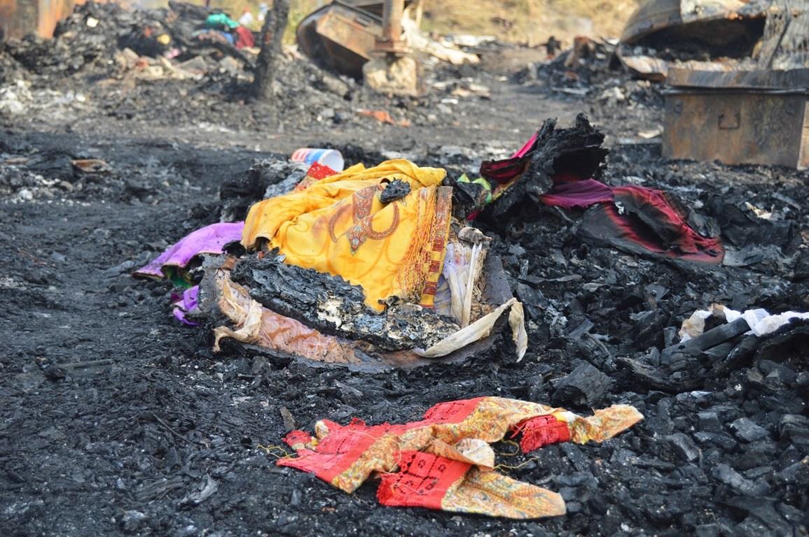 آگ میں ایک فیملی کی بیٹی کی شادی کے لئے جمع کیا سامان بھی جلکر خاک ہو گیا