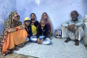 راکیش ٹموٹیا کے ماں باپ، بیوی اور بچے (فوٹو : سوربھ ارورا)