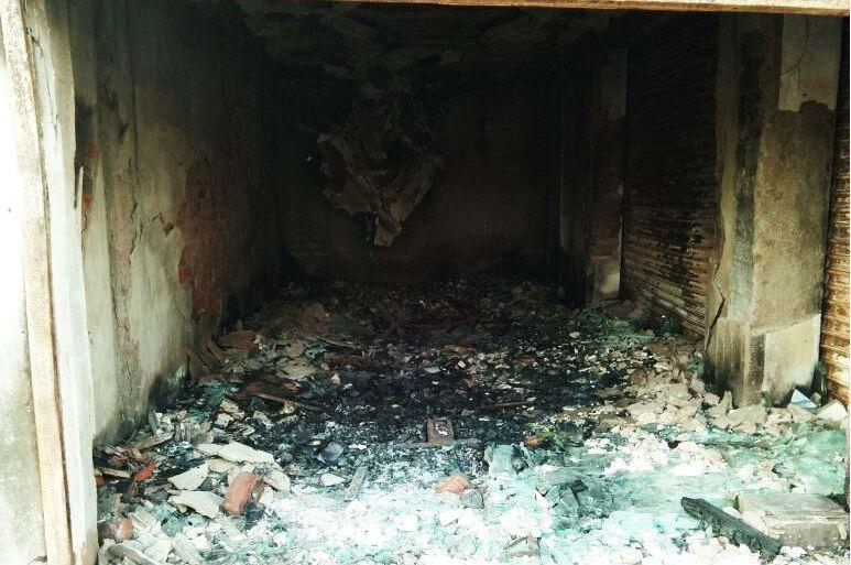 اورنگ آباد کے نواڈیہہ میں امروز خان کے جوتے چپل کی دکان کو شرپسندوں نے نشانہ بنایا تھا۔ (فوٹو : امروز خان)