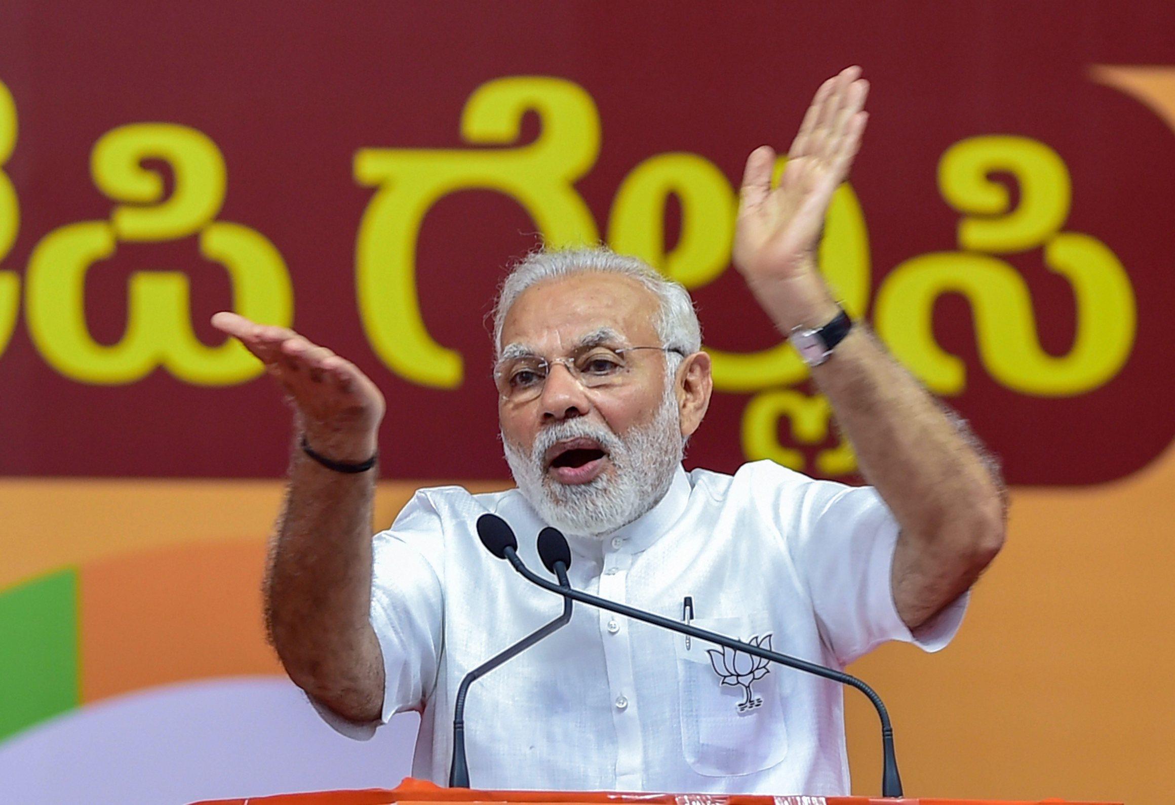 کرناٹک میں ایک انتخابی ریلی کے دوران وزیر اعظم نریندر مودی / فوٹو : پی ٹی آئی