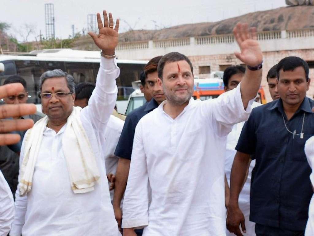 کرناٹک کے وزیراعلیٰ سدھارمیا کے ساتھ کانگریس صدر راہل گاندھی (فوٹو : پی ٹی آئی)