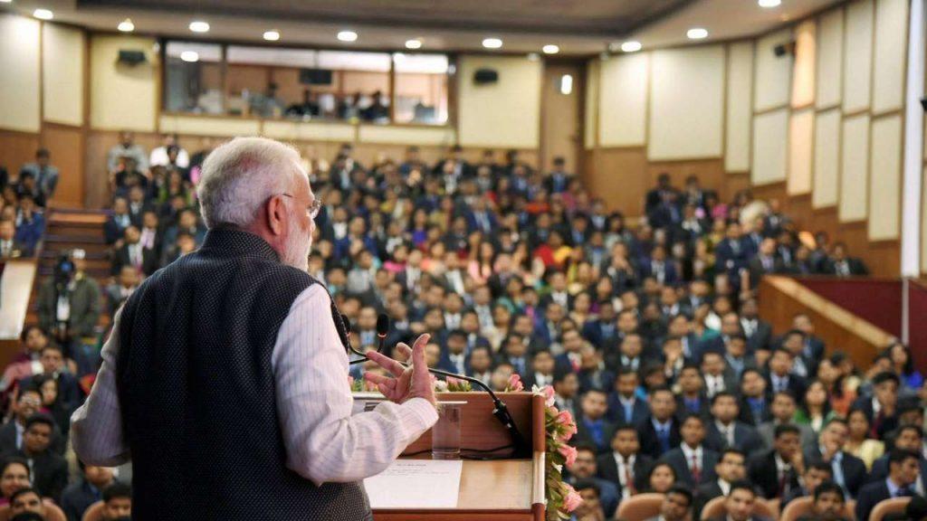 لال بہادر شاستری نیشنل اکیڈمی آف ایڈمنسٹریشن (ایل بی ایس این اے اے) میں زیرتربیت افسروں کو خطاب کرتے وزیر اعظم نریندر مودی۔ (فائل فوٹو : پی ٹی آئی)