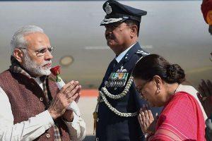 وزیر اعظم نریندر مودی اور راجستھان کی وزیراعلیٰ وسندھرا راجے سندھیا۔ (فائل فوٹو : پی ٹی آئی)