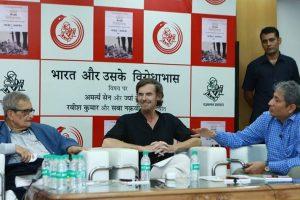فوٹو: راج کمل پرکاشن