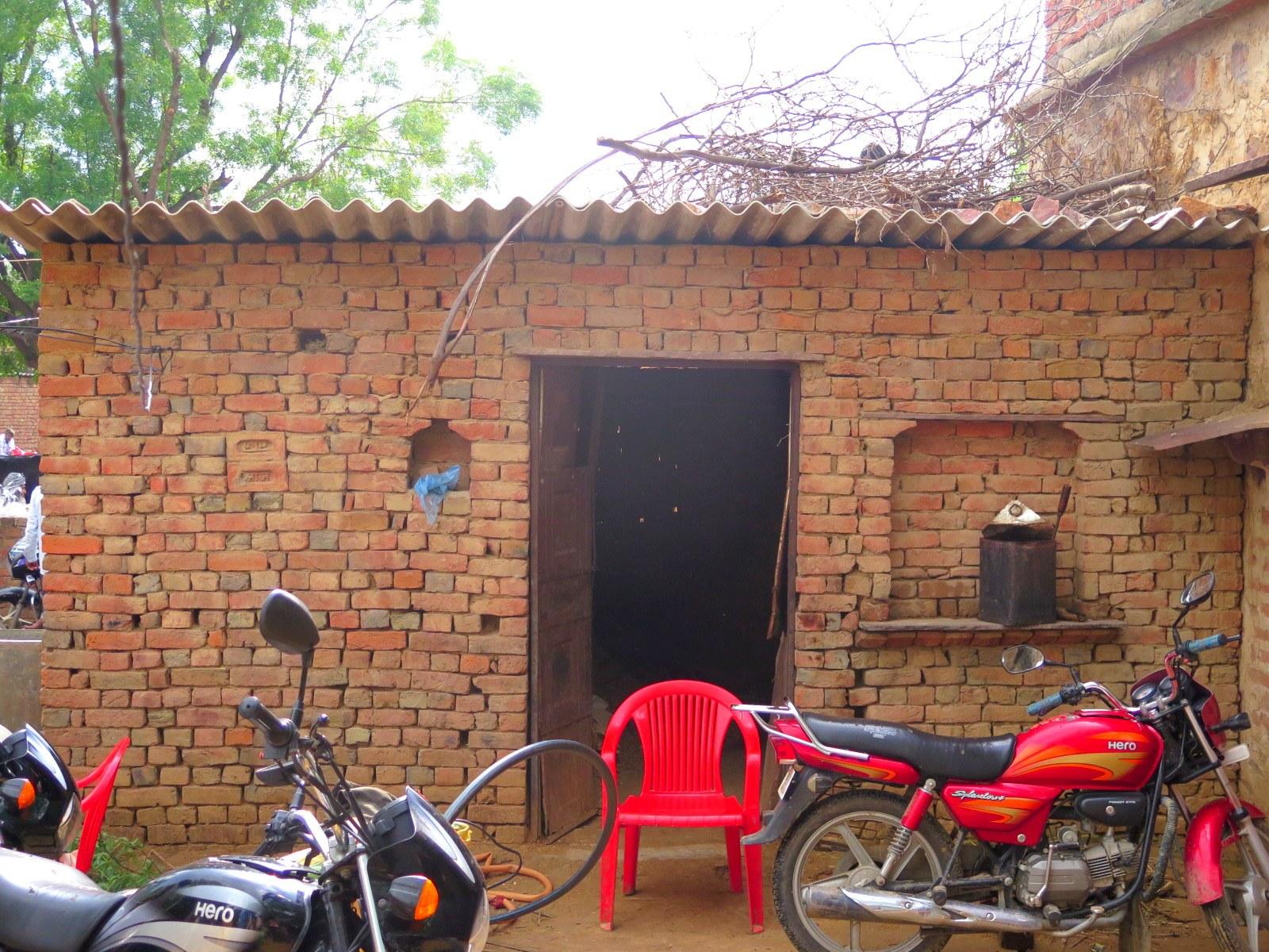 اکبر کا ایک کمرے کا گھر (فوٹو : جیوتی یادو)