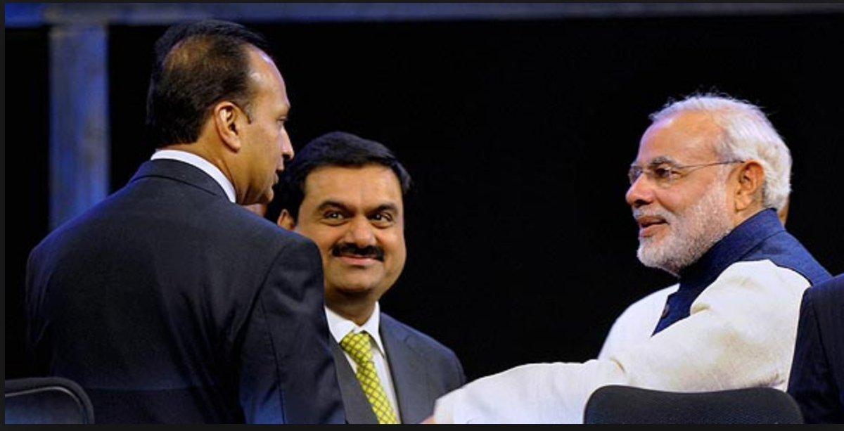 انل امبانی اور گوتم اڈانی کے ساتھ وزیر اعظم نریندر مودی (فوٹو بشکریہ : ٹوئٹر)