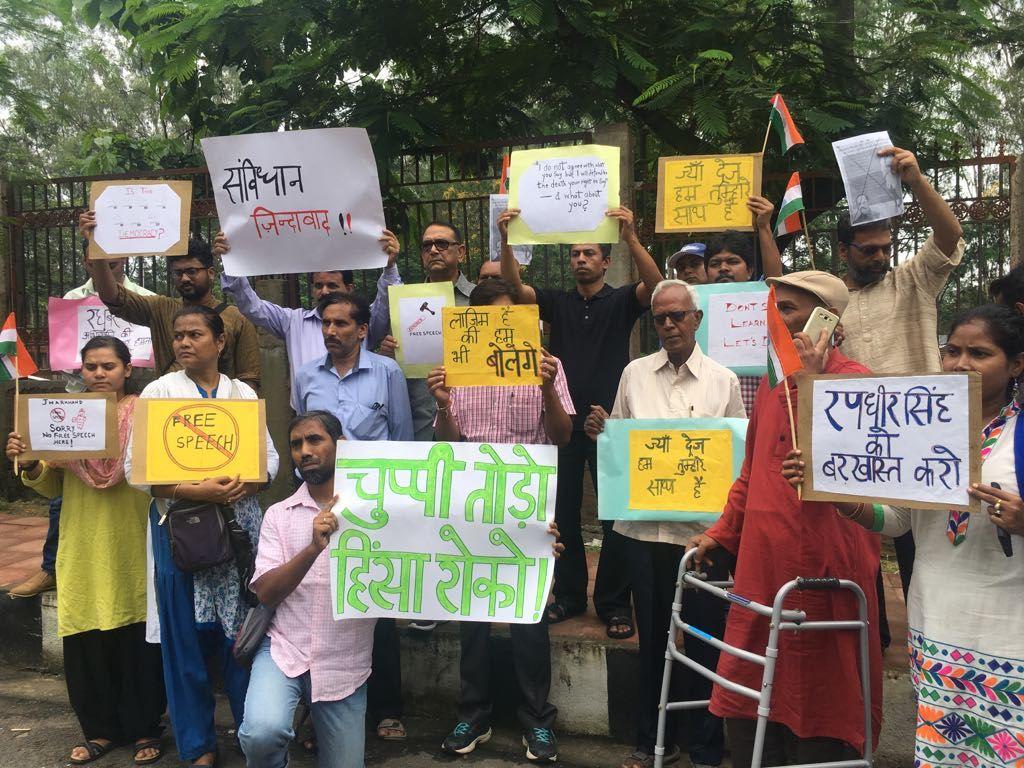 رانچی میں جیاں دریج کی حمایت میں سڑکوں پر اترے سماجی کارکن (فائل فوٹو : دی وائر / نیرج سنہا)