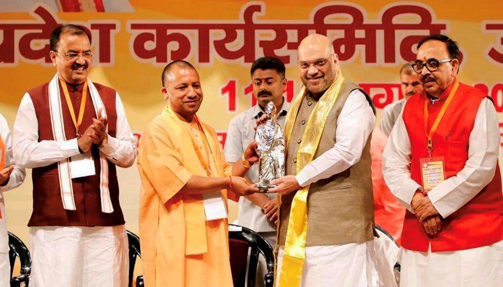 12 اگست کو میرٹھ میں ہوئے پروگرام میں بی جے پی صدر امت شاہ کے ساتھ یوگی آدتیہ ناتھ (فوٹو : پی ٹی آئی)