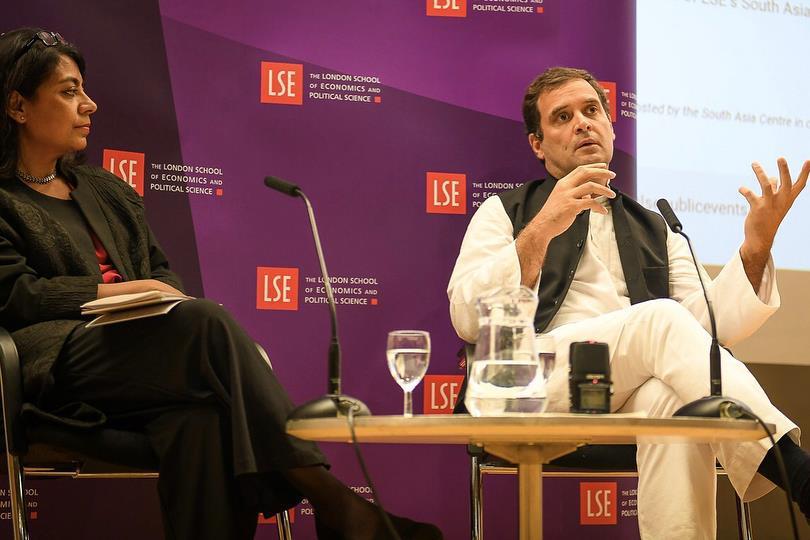 لندن اسکول آف اکانومکس (ایل ایس ای) میں ایک پروگرام کے دوران کانگریس صدر راہل گاندھی۔ (فوٹو بشکریہ : فیس بک / راہل گاندھی)