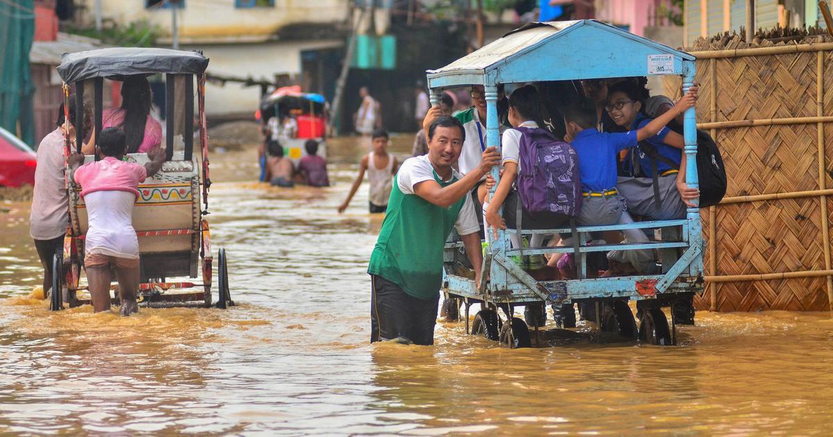 ناگالینڈ کے دیماپور میں بھاری بارش کی وجہ سے لوگوں کی زندگی درہم برہم (فوٹو : پی ٹی آئی)