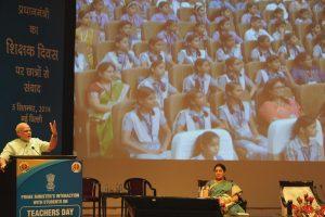 2014 میں دہلی میں ہوئی ٹیچرس ڈےتقریب میں وزیر اعظم نریندر مودی (فوٹو : پی آئی بی)