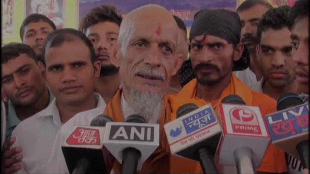 اختر علی سے دھرم سنگھ بنےاور فیملی کے ممبر (فوٹو : اے این آئی ٹوئٹر)
