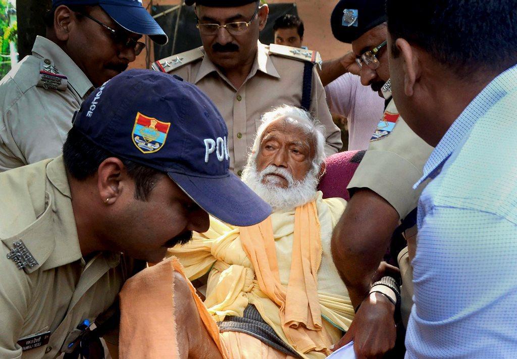 22 جون 2018 سے آمرن انشن پر بیٹھے جی ڈی اگروال کا 11 اکتوبر 2018 کو انتقال ہو گیا۔ (فوٹو : پی ٹی آئی)