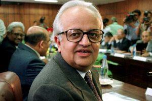 ریزرو بینک کے سابق گورنر بمل جالان۔ (فوٹو : رائٹرس)