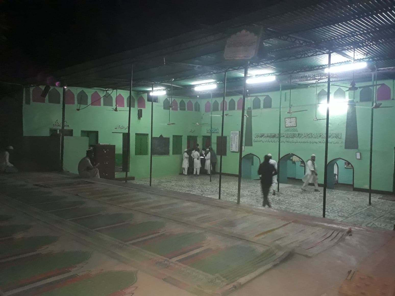بیگم پورواقع مدرسہ جامعہ فریدیہ اور جامع مسجد (فوٹو : پرشانت کنوجیا/دی وائر)