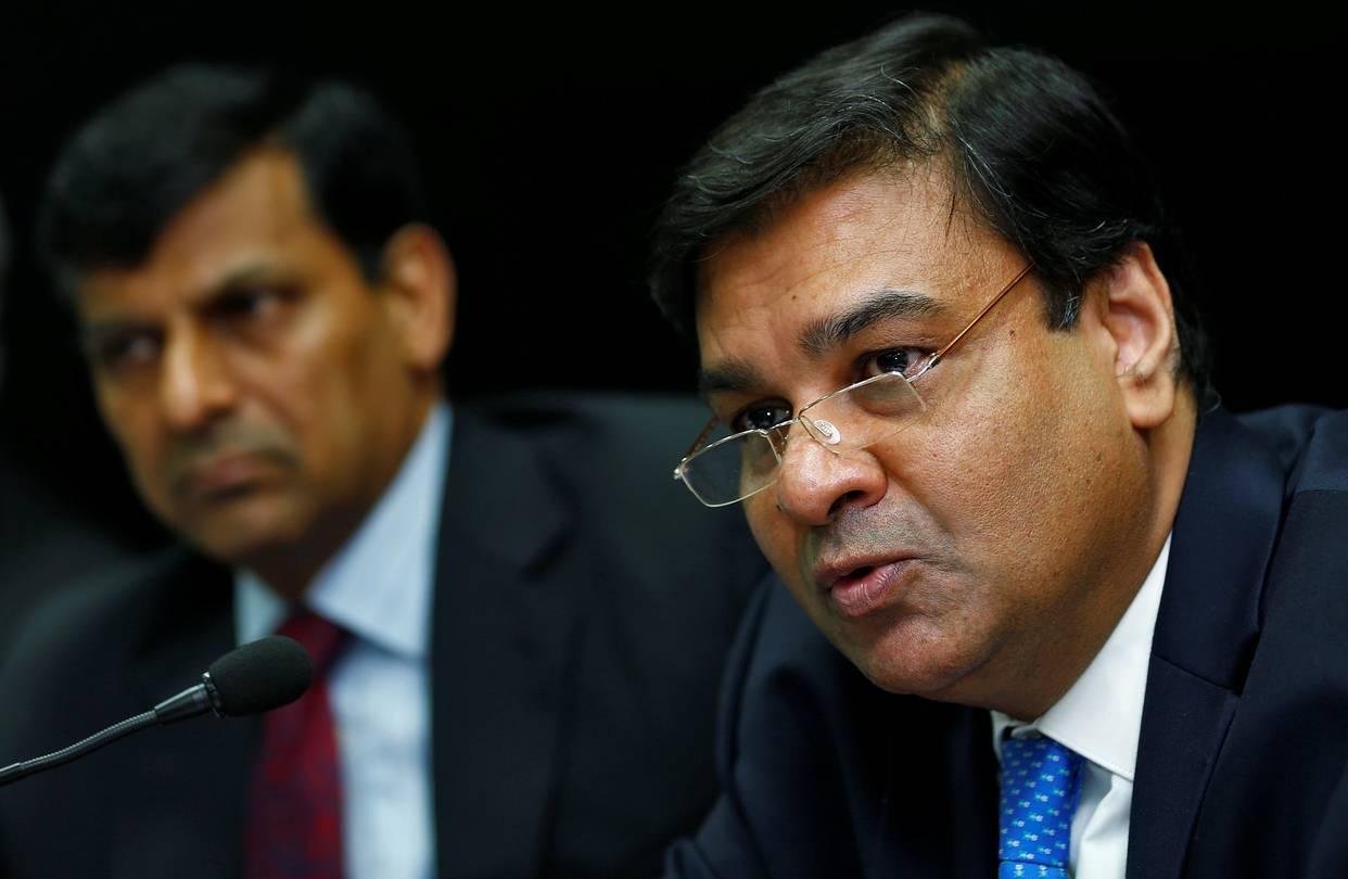 ریزرو بینک کے گورنر ارجت پٹیل اور سابق گورنر رگھو رام راجن (فوٹو : رائٹرس)