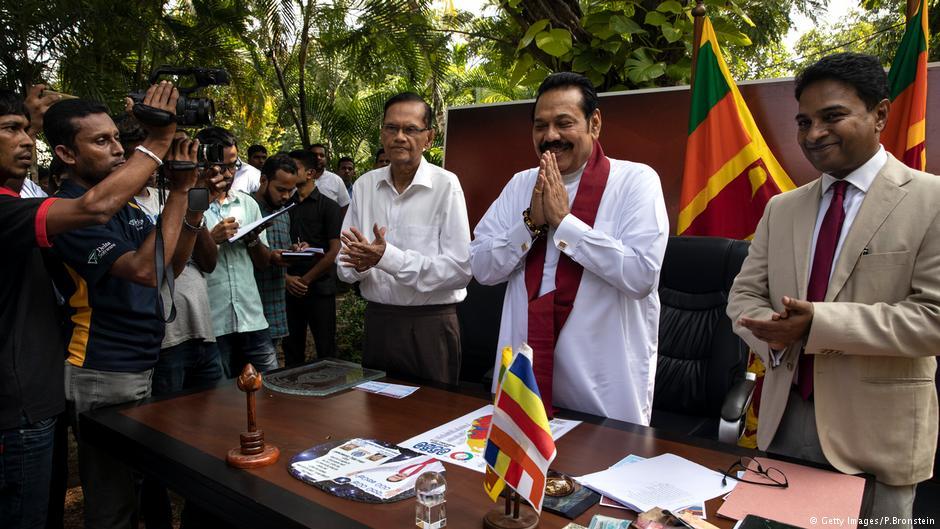 پارلیمان میں منظور ہونے والی اس تحریک کے بعد راجا پاکشے کو اپنے منصب سے مستعفی ہونا پڑے گا