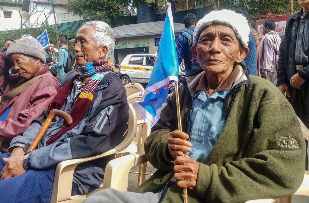 میزورم کی راجدھانی آئیزول میں میزو نیشنل فرنٹ کے ذریعے اسمبلی انتخابات میں جیت درج کرنے کے بعد پارٹی کارکن/ (فوٹو : پی ٹی آئی)