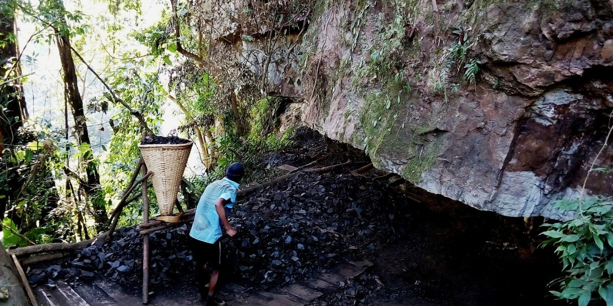 Extraction of coal near the Umso waterfall in East Jaintia Hills. Credit: Special arrangement