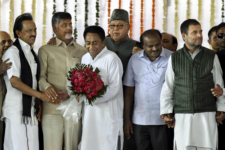 کمل ناتھ کی حلف برداری کے دوران کانگریس اور دوسری سیاسی پارٹیوں کے رہنما / فوٹو: پی ٹی آئی