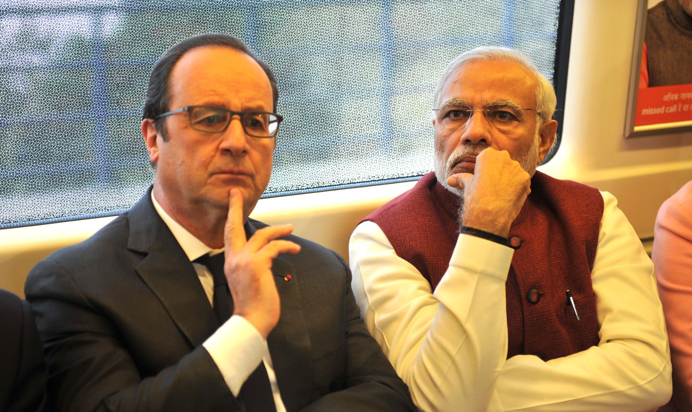 وزیر اعظم نریندر مودی نے 2015 میں فرانس کے سابق صدر فرانسوا اولاند کے ساتھ نئے رافیل معاہدے کا اعلان کیا تھا۔ (فوٹو : پی آئی بی)