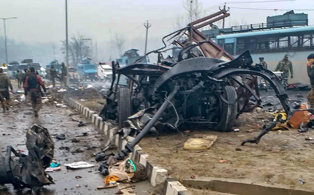 جموں و کشمیر کے پلواما ضلع میں ہوئے دہشت گردانہ حملے میں تقریباً 44 سی آر پی ایف جوان مارے گئے (فوٹو : پی ٹی آئی)