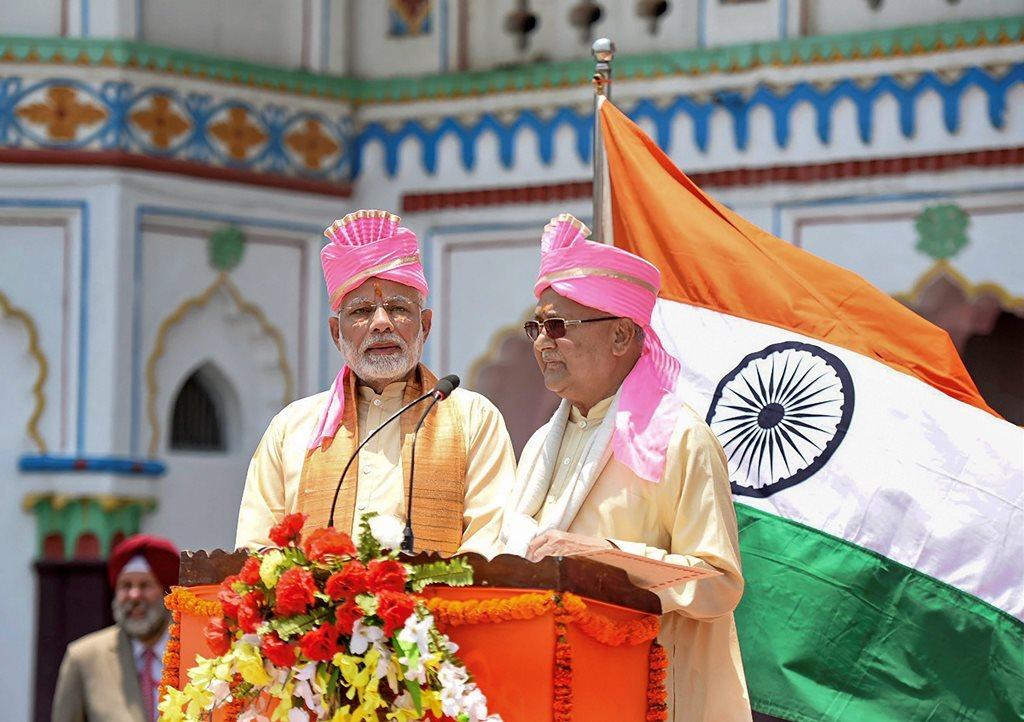 نومبر2018 میں نیپال کے جنک پور میں جنک پور-ایودھیا ڈائریکٹ بس خدمات کا افتتاح کرتے ہندوستان اور نیپال کے وزیر اعظم (فوٹو : پی ٹی آئی)