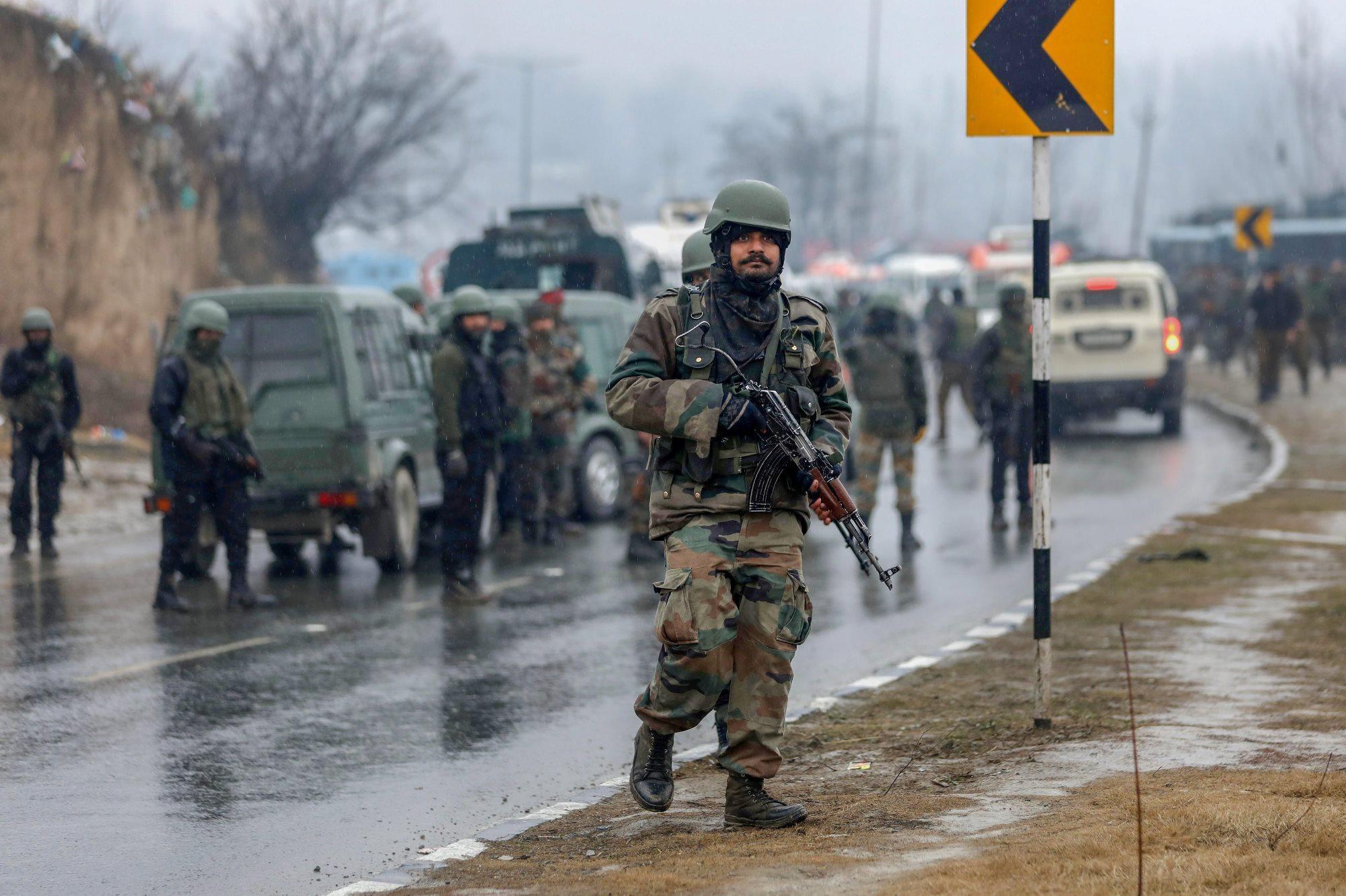 اونتی پور میں دہشت گردانہ حملے کے بعد تعینات ہندوستانی فوجی (فوٹو: پی ٹی آئی)