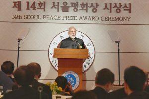 جنوبی کوریا میں ایوارڈ پروگرام میں وزیر اعظم نریندر مودی (فوٹو بشکریہ : پی آئی بی)
