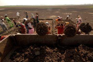 منریگا مزدور(فوٹو : رائٹرس)