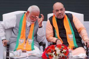 وزیر اعظم نریندر مودی کے ساتھ بی جے پی صدر امت شاہ (فوٹو : رائٹرس)