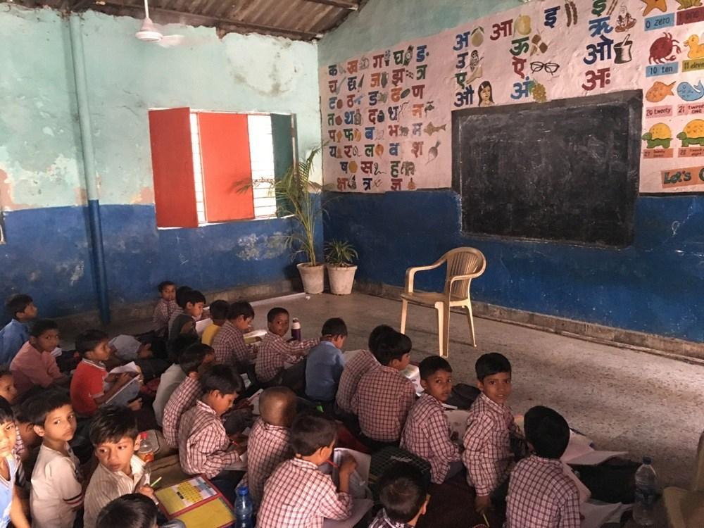 سنجئے کالونی کا سرکاری اسکول (فوٹو : سنتوش مرکام / دی وائر)