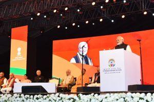 اس سال جنوری مںز اتر پردیش کے وارانسی مںٹ ہوئے 15ویں پرواسی بھارتہا سمیلن کے دوران وزیر اعظم نریندر مودی(فوٹو بہ شکریہ: پی آئی بی)