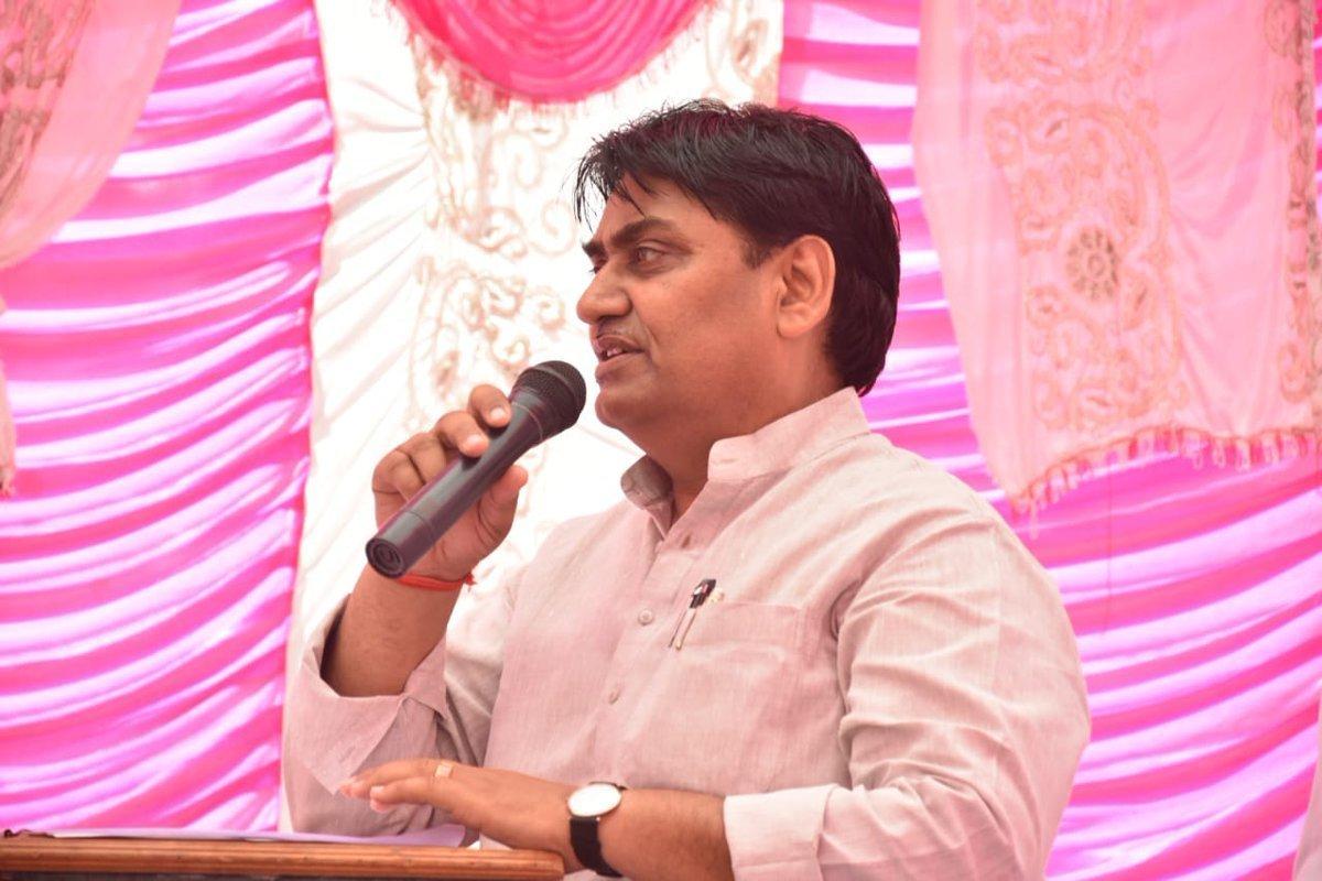 راجستھان کے وزیر تعلیم گووند سنگھ ڈوٹاسرا (فوٹو بہ شکریہ: ٹوئٹر)