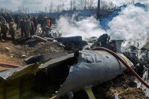 27 فروری کو جموں و کشمیر کے بڈگام میں حادثے کا شکار ہندوستانی فضائیہ کے ایم آئی-17 ہیلی کاپٹر کا ملبہ(فوٹو : پی ٹی آئی)